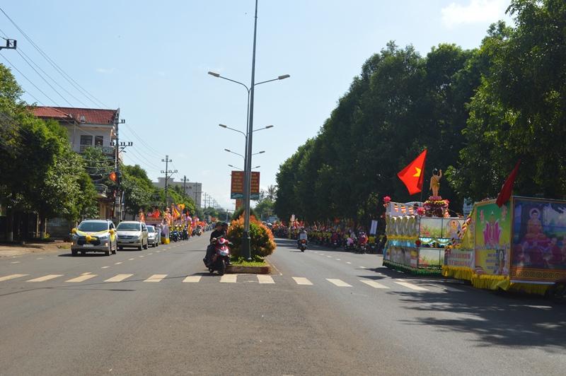 Diễu hành xe hoa rước Phật mừng Đại lễ Phật đản PL.2563 tại huyện Cưmgar