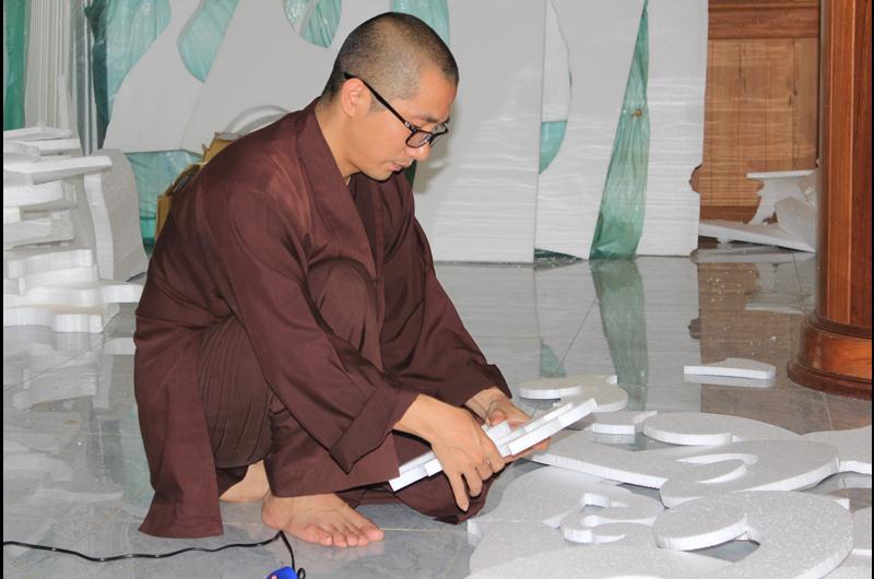 Công tác chuẩn bị lễ đài Phật đản PL 2563 tại Chùa Sắc tứ Khải Đoan