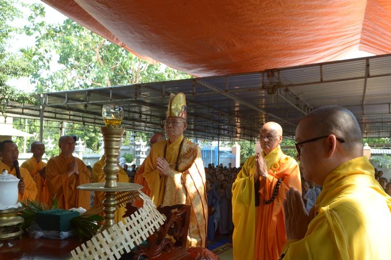 NPĐ Từ Ân, huyện Cư Kiun tổ chức lễ chú nguyện rót đồng đúc Đại Hồng Chung