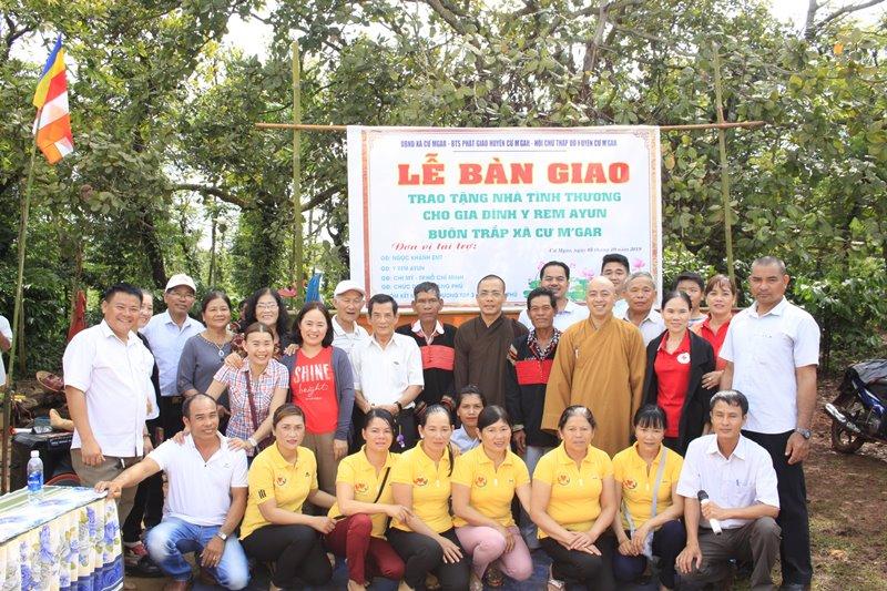 Bàn giao căn nhà tình thương cho gia đình Y Rem A Jun tại huyện Cưmgar