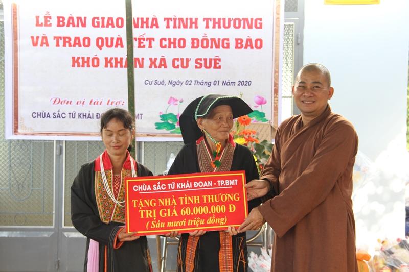 Bàn giao nhà và tặng 60 phần quà cho bà con tại xã Cư Suê, huyện CưMgar.