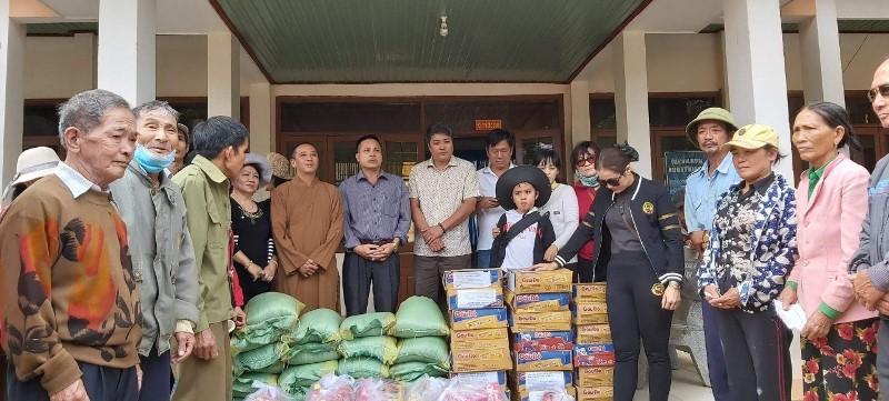 Phát 250 phần quà cho bà con đồng bào Thái, tại xã Ya Tmot, huyện Ea Súp