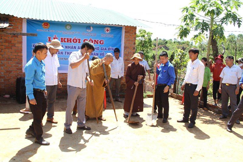 Khởi công xây dựng nhà nhân ái tại thôn 15, xã Ea Kueh, huyện CưMgar