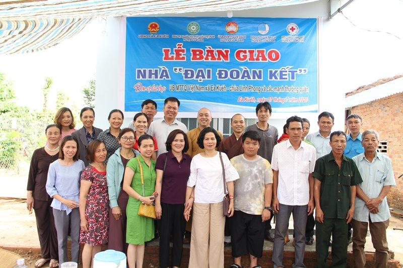 CưMgar: Lễ bàn giao nhà Đại đoàn kết tại xã Ea Kuêh