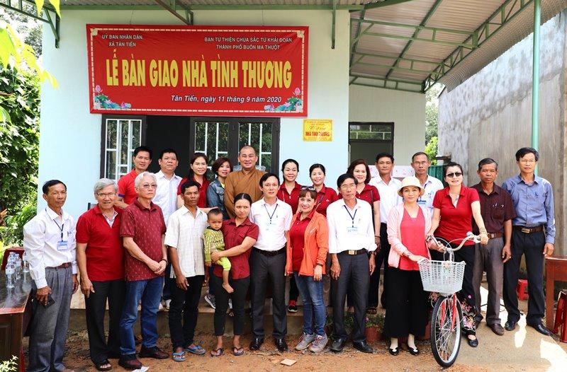 Lễ Bàn giao ngôi nhà cho anh Y Qua tại xã Tân Tiến, huyện Krông Păk