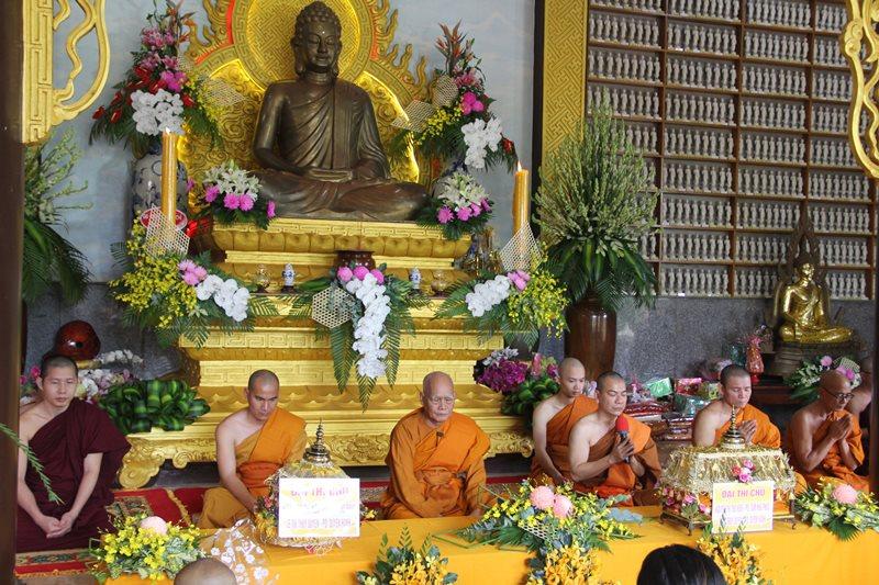 Lễ dâng Y KaThiNa tại chùa Phổ Quang, xã Quảng Tiến, huyện CưMgar