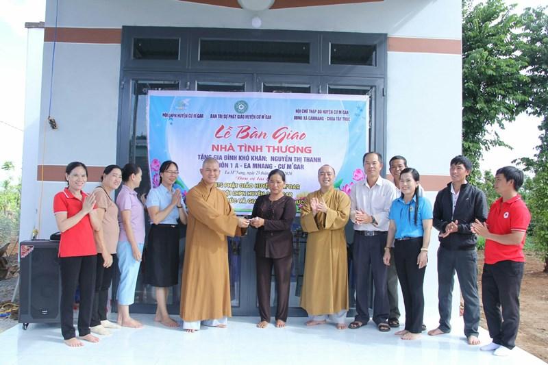 Bàn giao nhà tình thương tại thôn 1A, xã Ea Mnang, huyện Cư Mgar