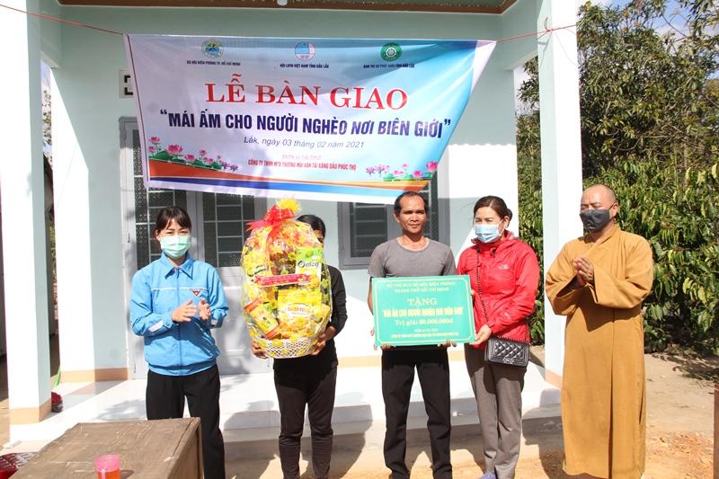 Lễ bàn giao nhà tình thương tại buôn Tua Srah, xã Nam Kar, huyện Lak