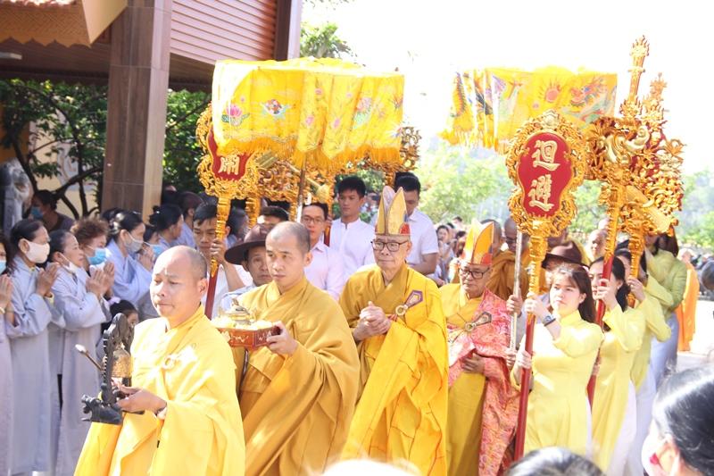 Buôn Ma Thuột: Lễ chú nguyện rót đồng đúc 15 tượng Bồ Tát và lịch đại Tổ sư tại chùa Phổ Minh