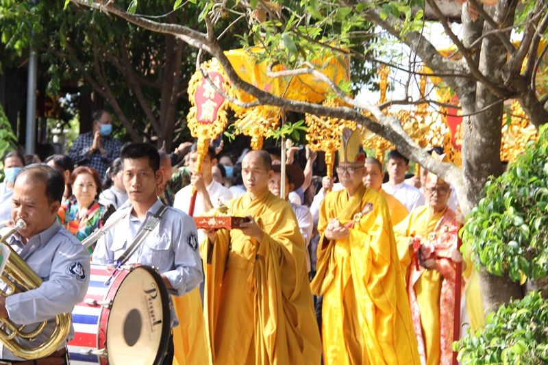 Video: Lễ chú nguyện rót đồng đúc 15 tượng Bồ Tát và lịch đại Tổ sư tại chùa Phổ Minh
