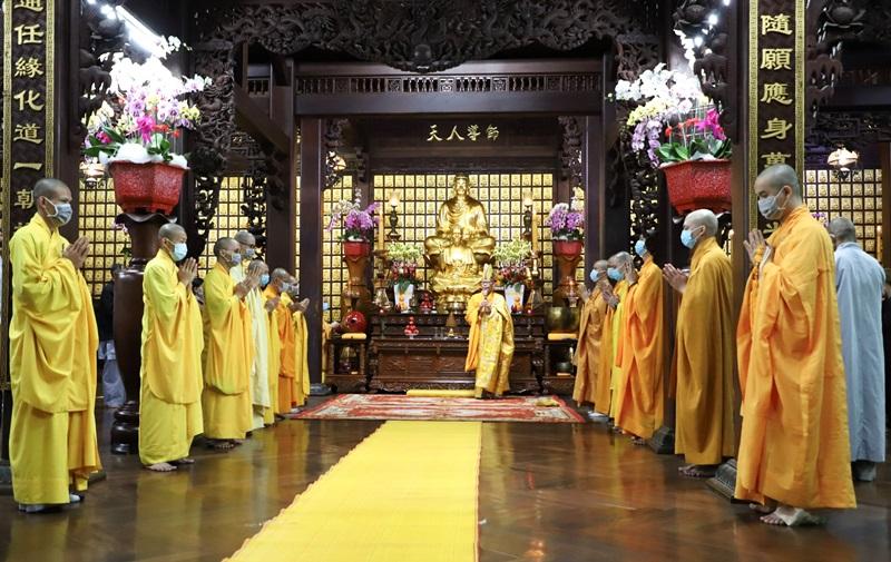 Chùa Sắc tứ Khải Đoan trang nghiêm tổ chức Đón giao thừa và Lễ Vía Đức Phật Di Lặc