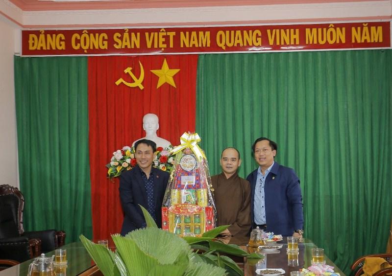 Phật giáo huyện EaHleo thăm, chúc Tết chính quyền địa phương huyện