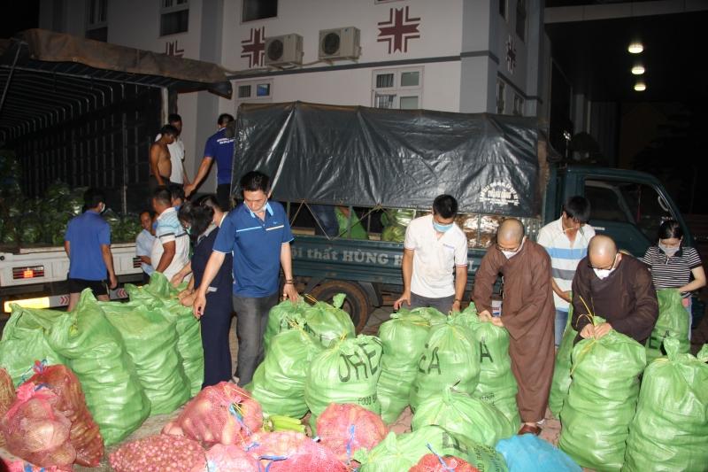 Video: Chuyến xe nghĩa tình - 12 tấn nông sản gửi tặng người dân TP.HCM