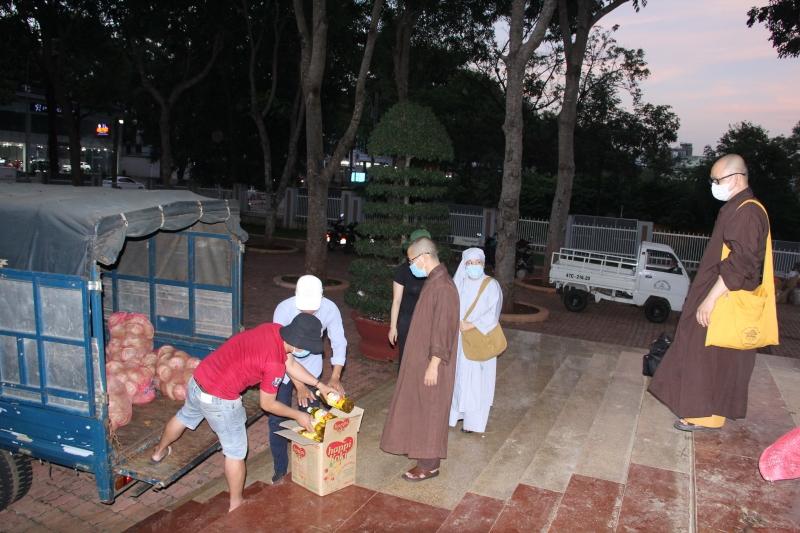 Phật giáo Đăk Lắk tiếp tục ủng hộ rau củ đến vùng cách ly Tp.HCM