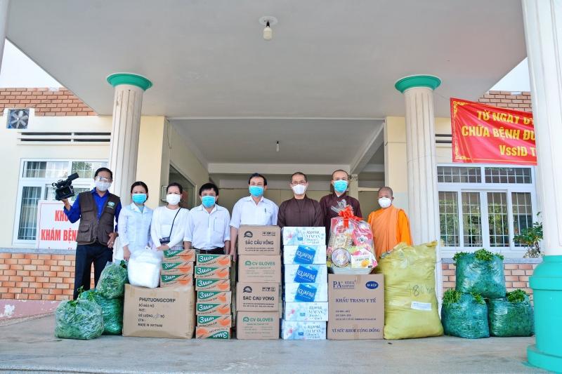 Phật giáo TP.BMT thăm và tặng quà Bệnh viện Lao và bệnh Phổi Đắk Lắk