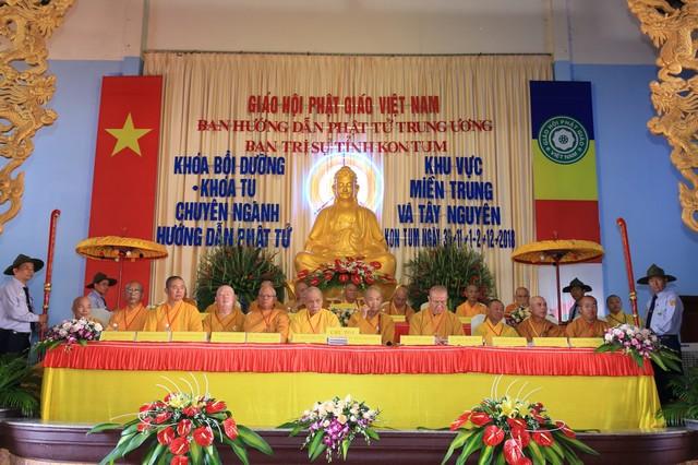 Kon Tum: Trọng thể khai mạc Khóa bồi dưỡng và Khóa tu chuyên ngành Hướng dẫn Phật tử khu vực Miền Trung và Tây Nguyên