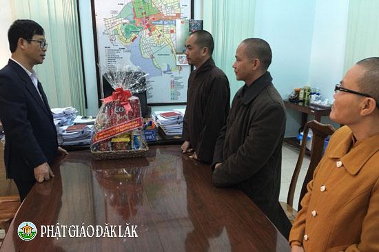 Ban trị sự Phật giáo huyện Ea Kar thăm và chúc Tết Mậu Tuất