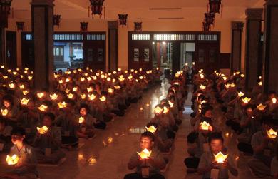 Chùm ảnh Trại hè Sen non hướng Phật thắp nến Tri ân