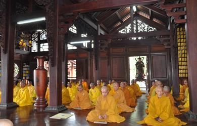 Đăk Lăk: Chư Tăng Bố tát tập trung tại chùa Sắc tứ Khải Đoan