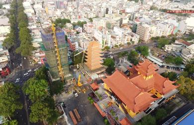 Lễ cầu nguyện lắp đỉnh tháp đồng Việt Nam Quốc Tự viên mãn