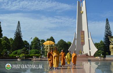 Viếng Nghĩa trang Liệt sĩ tỉnh nhân mùa Phật Đản PL.2562-DL.2018.
