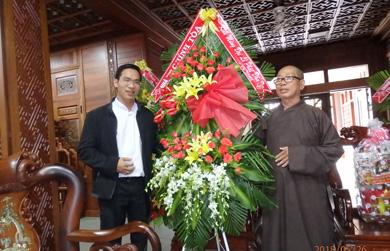 Quý vỊ chức sắc Giáo xứ Thánh Tâm thăm BTS GHPGVN tỉnh nhân Đại Lễ Phật đản PL 2562