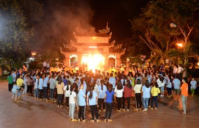 Đêm lửa trại khóa tu Thiện Tài Đồng Tử chùa Liên Trì