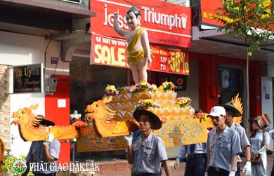 Trang nghiêm rước kiệu hoa Phật đản sanh