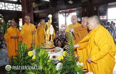 Trang nghiêm Lễ Tắm Phật đản sinh tại chùa Sắc Tứ Khải Đoan