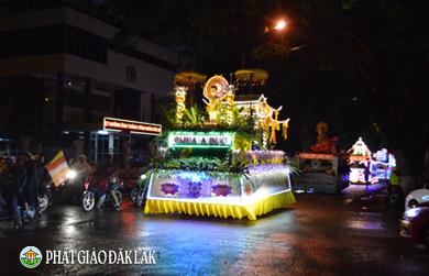 Diễu hành xe hoa mừng Phật đản PL 2562 - DL 2018