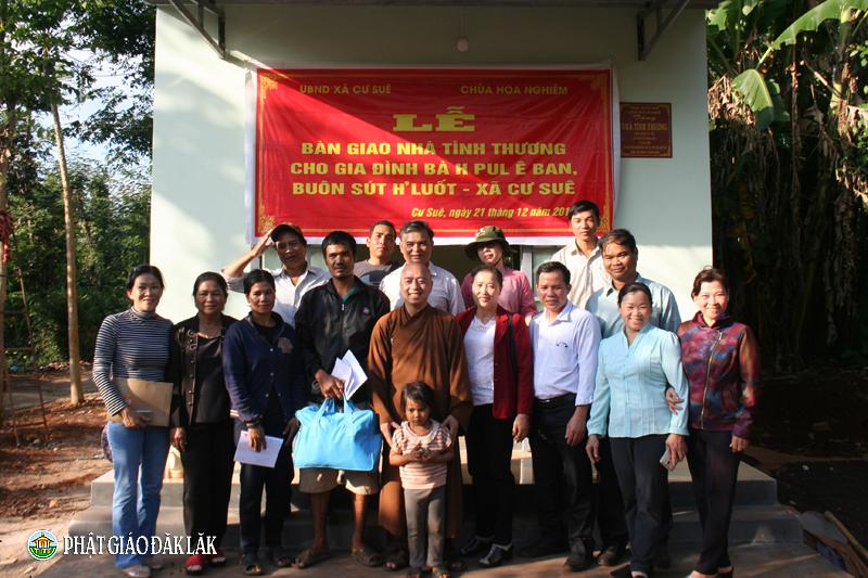 Chùa Hoa Nghiêm tổ chức bàn giao nhà tình thương tại xã Cư Suê, huyện Cư Mgar