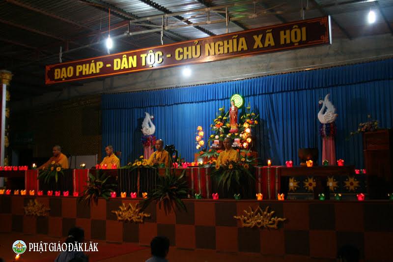 Chùa Hoa Nghiêm tổ chức đêm hội hoa đăng vía Đức Phật A Di Đà