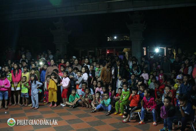 Chùa Hoa Nghiêm, huyện CưMgar tổ chức đón Trung thu cho các em nhỏ