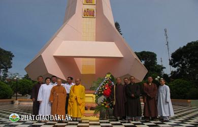 BTS Phật giáo EaHleo dâng hương đài Liệt sĩ