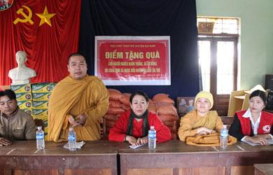 Tịnh Xá Ngọc Bửu tặng quà bà con người nghèo vùng sâu đón tết xuân Kỷ Hợi - 2019