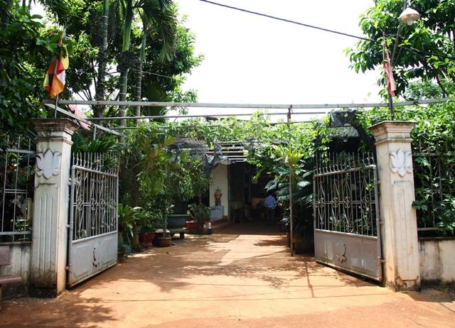 Đăk Lăk: Lịch sử Tịnh Thất Hồng Liên tọa lạc tại Thành phố Buôn Ma Thuột.