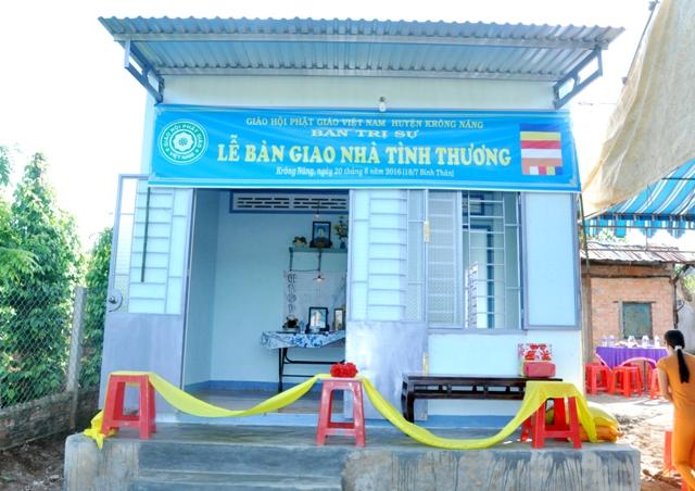 Lễ bàn giao một mái âm tình thương cho cụ Từ Hanh ở tại Tổ Dân phố 08 thị trấn Krông Năng.