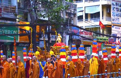 Thiêng liêng lễ rước Đức Phật đản sinh tại TP.Hồ Chí Minh